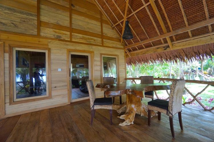 botik-resort-mentawais-surf-trip-playground-kandui-game-room-04